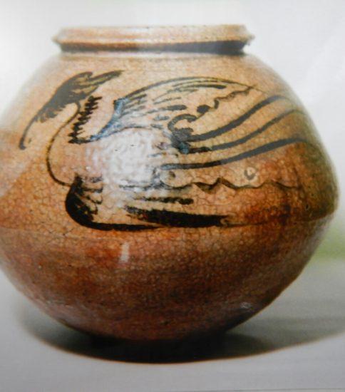李朝鉄絵飛鳳文壺 (李朝中期)17世紀